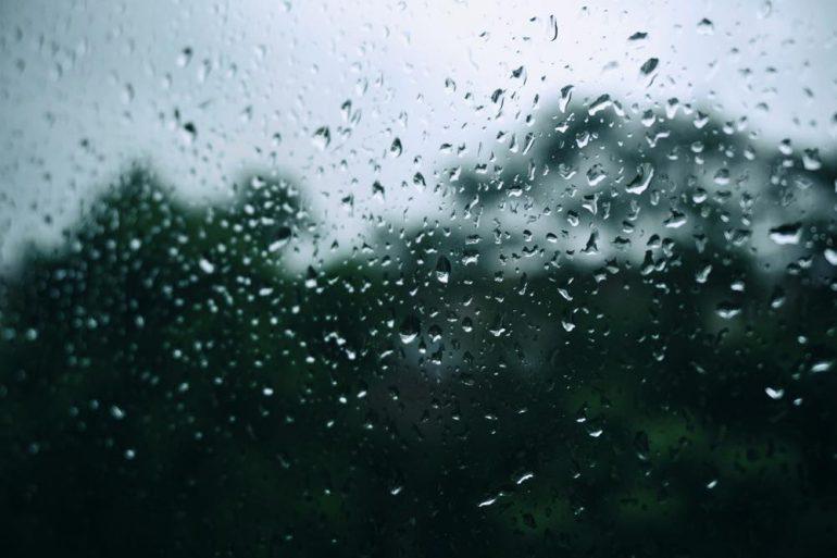 Verveling bestrijden: zo kun jij je thuis vermaken tijdens een regenachtige dag