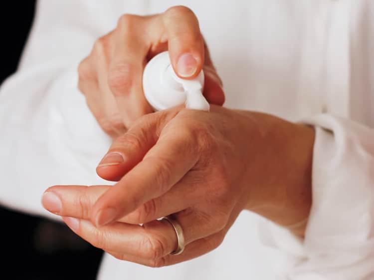 Verzorging van ouder wordende handen